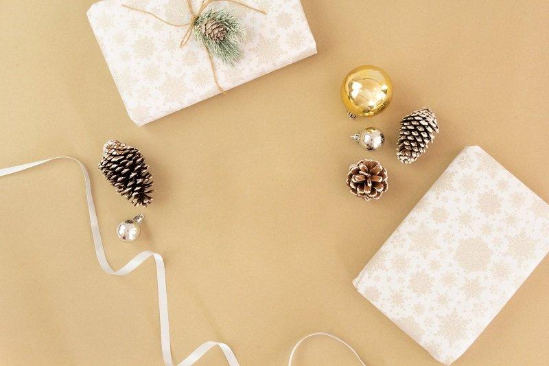 Zapakowane prezenty świąteczne